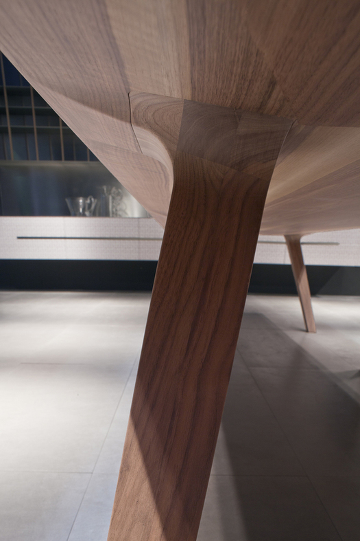 Detail of the table foot. Photo by Alessandra Bello