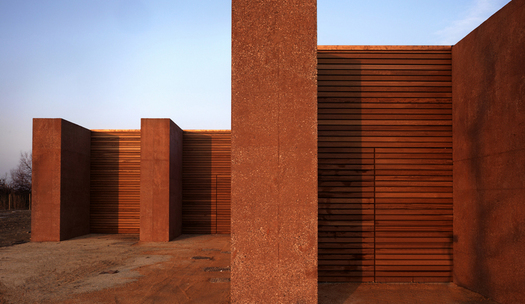 The four one meter thick walls and wood panels (Photo by Pietro Savorelli)